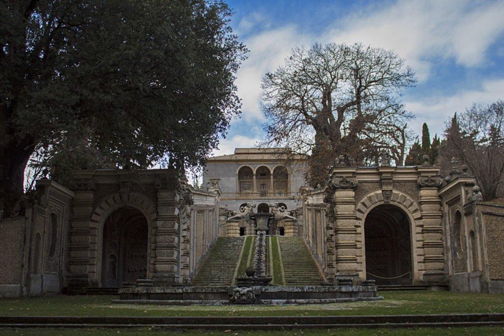 Palazzo-Farnese-parco-Caprarola-Lazio-Tuscia-Italia-Italy