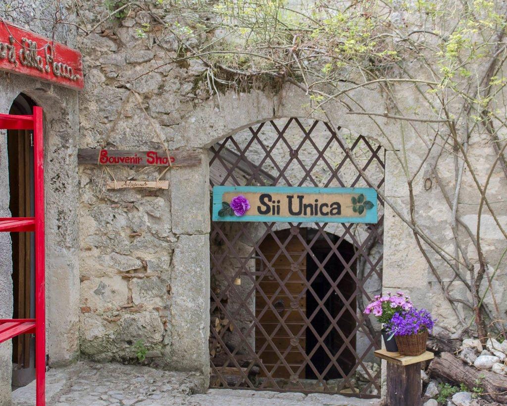 negozi-Rocca Calascio-borgo Rocca calascio-Abruzzo
