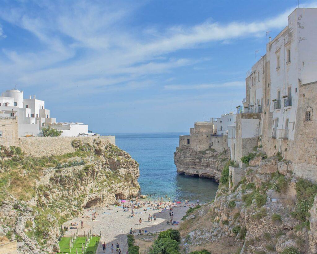 cala-monachile-Polignano-a-mare-Puglia